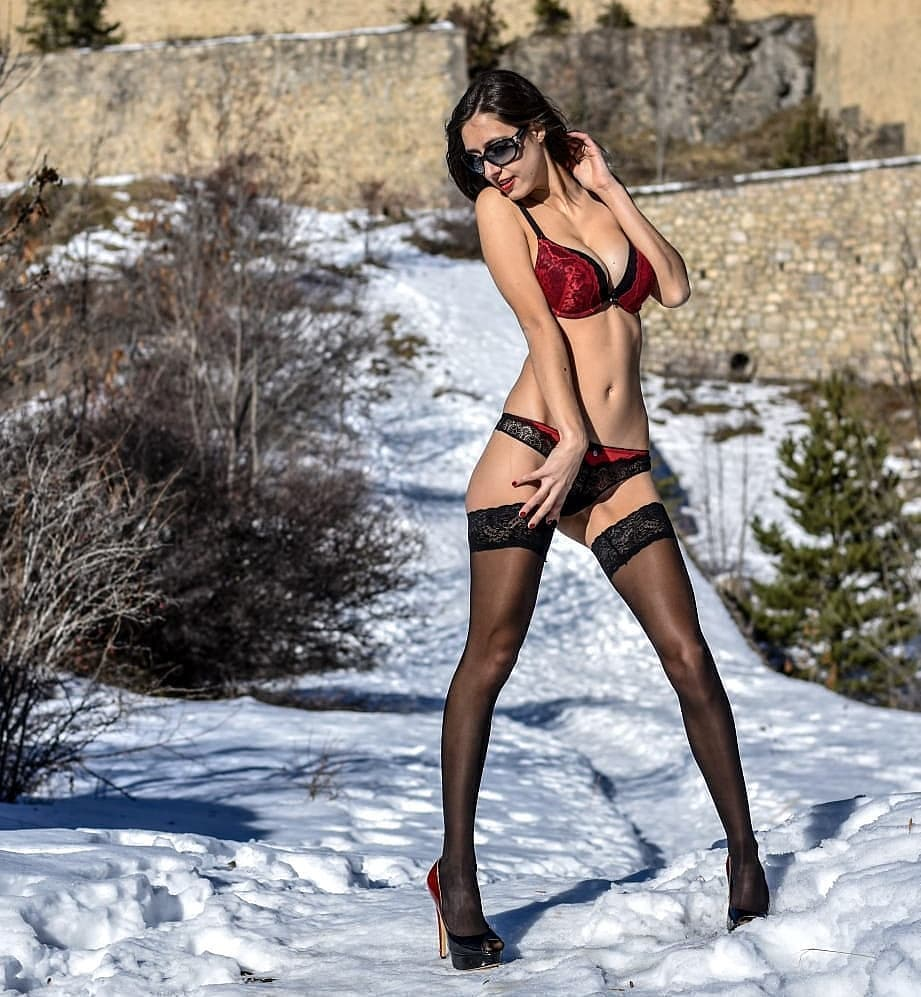 BEST Photos: Girls in Stockings – January 2019